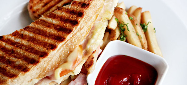 Grilled Cheese Sandwich with Tomato & Ham