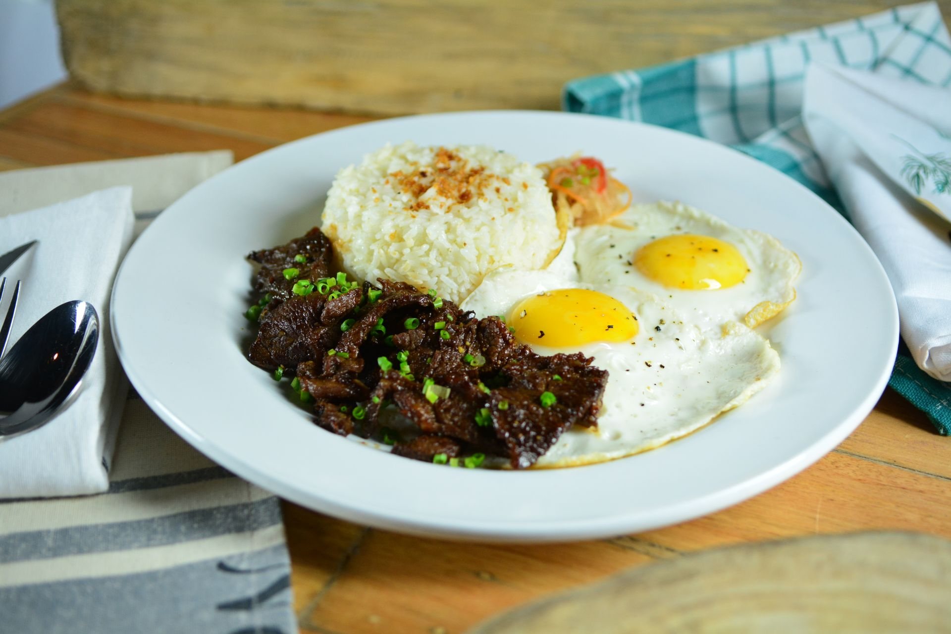 Tapa & Eggs